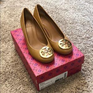 Tory Burch Sally Royal Tan heels - Like New w/ box